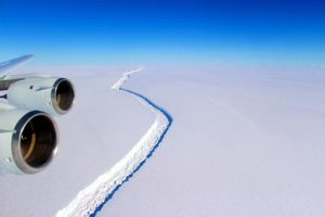 arctic-sea-ice-crack-from-plane